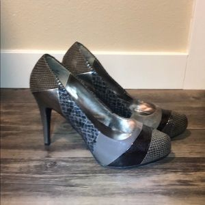 Size 8.5 Grey Patterned High Heel